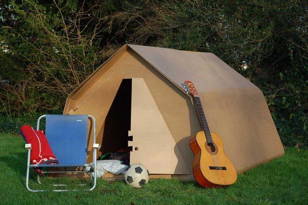 kartonnen tent een tent van karton hoe is dat. Black Bedroom Furniture Sets. Home Design Ideas