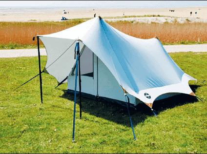 KAMPEERPRAAT  Een tent gemaakt van jouw oude spijkerbroeken