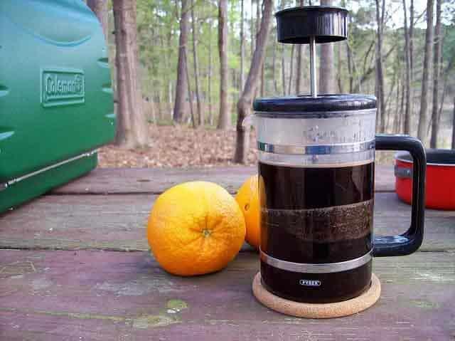 KAMPEERPRAAT KAMPEERTIPS UITRUSTING  Welk camping koffiezetapparaat? 10 x koffie zetten op de camping