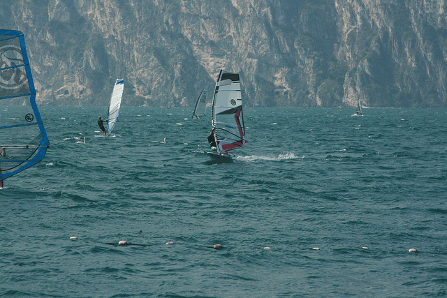 CAMPINGS ITALIË  Kamperen aan het Gardameer. Noord, zuid, oost of west welke kant is het best?
