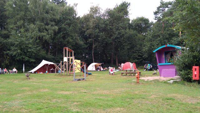 KLEINE CAMPINGS IN DE NATUUR KLEINE CAMPINGS NEDERLAND  Camping Hartje Groen, Nederland is een hippe natuurcamping rijker