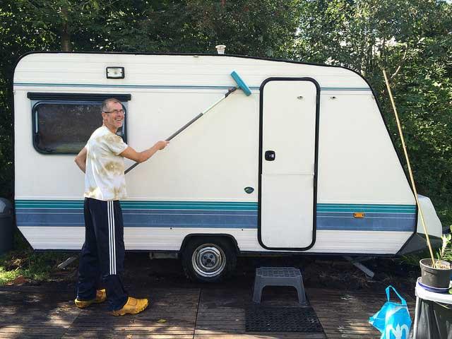 KAMPEERTIPS UITRUSTING  Caravan of camper naar de stalling? Check deze 19 caravanstalling tips