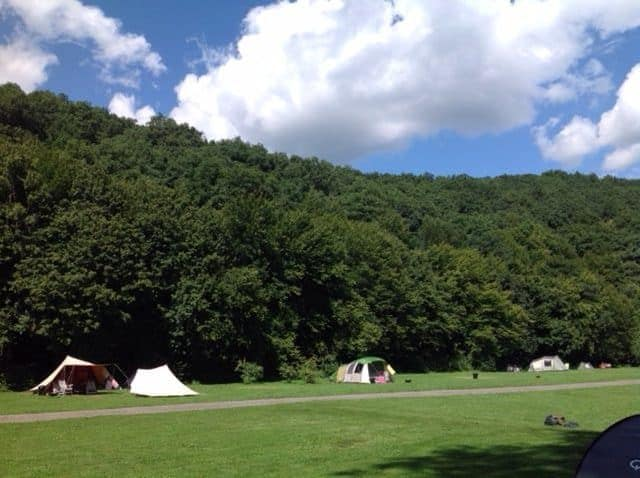 KLEINE CAMPINGS IN DE NATUUR  Een natuurcamping in België? Ben en Annelies openden Beau Reve in de Ardennen