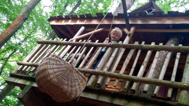 CAMPINGS NEDERLAND  Glamping review: Slapen in een boomhut dat wil ieder kind!