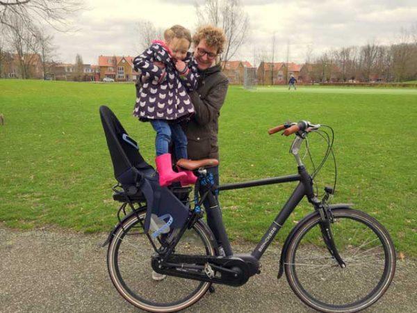 KAMPEERTIPS KINDEREN  Review: Qibbel Air fietsstoeltje voor achterop volgens mijn dochter zooooo zacht