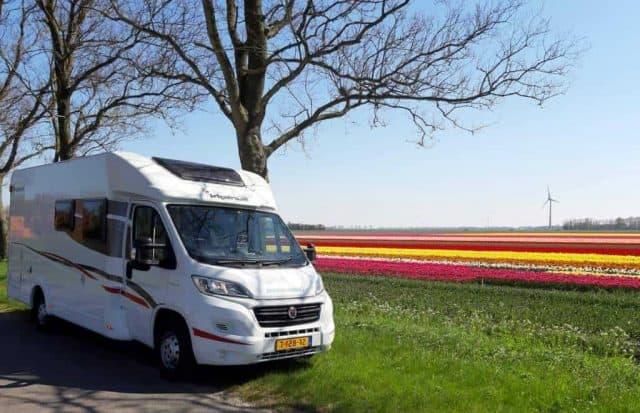 CAMPER & CARAVAN HANDIGE KAMPEERTIPS KLEINE CAMPINGS NEDERLAND  Dit zie je dus met de camper langs de tulpenroute in Noord-Holland