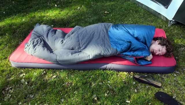 SLAPEN OP DE CAMPING  Decathlon slaapzak, is het wat? 12 slaapzakken getest
