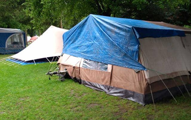 kamperen in de regen