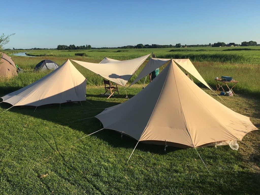 1. Camping Friesland Tentjes in het veld