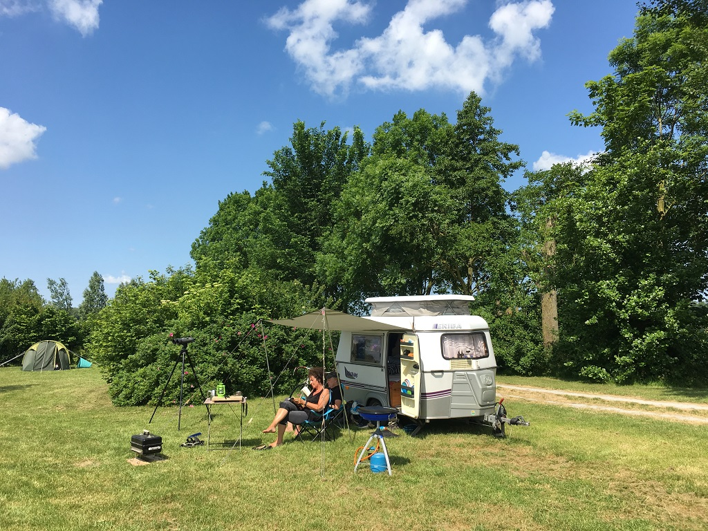 21. Caravan op de terp Camping Lauwersmeer