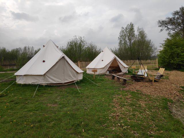 Tent en buurtent