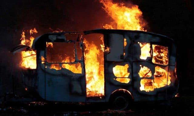 Brandende caravan