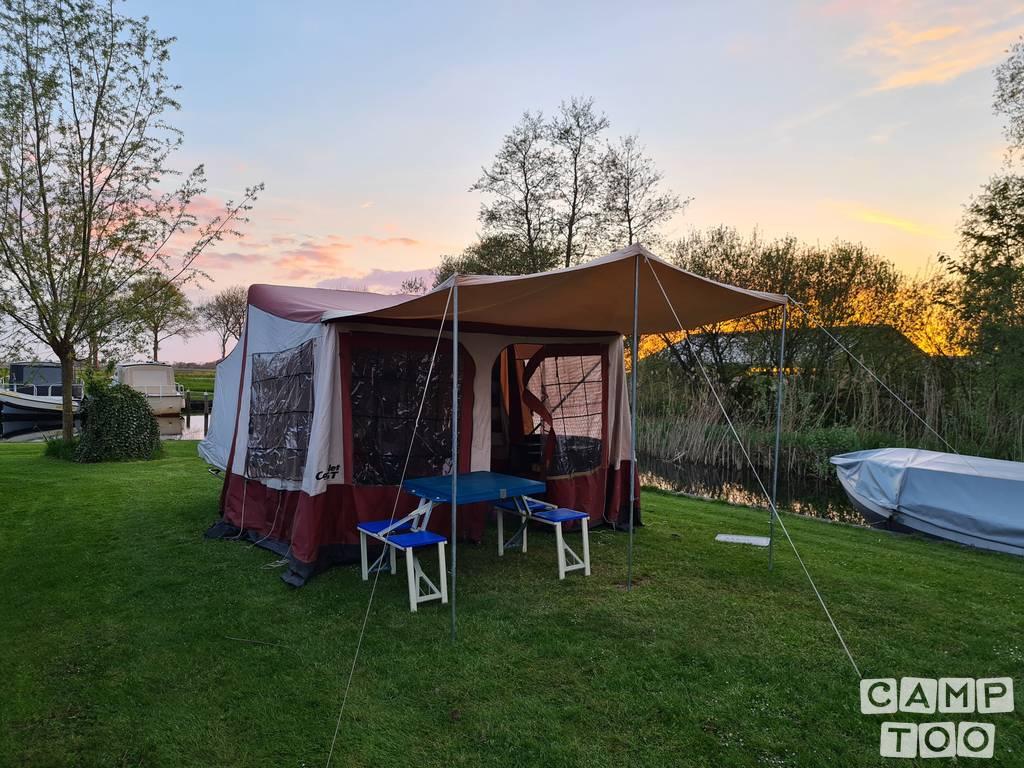 Camp-let caravan uit 1987